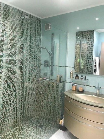 EXCLUSIVITE- Villa sur 2 niveaux avec Terrasses- Vue mer- Terrain- Parking- Calme et sans vis-à-vis-Proche Monaco