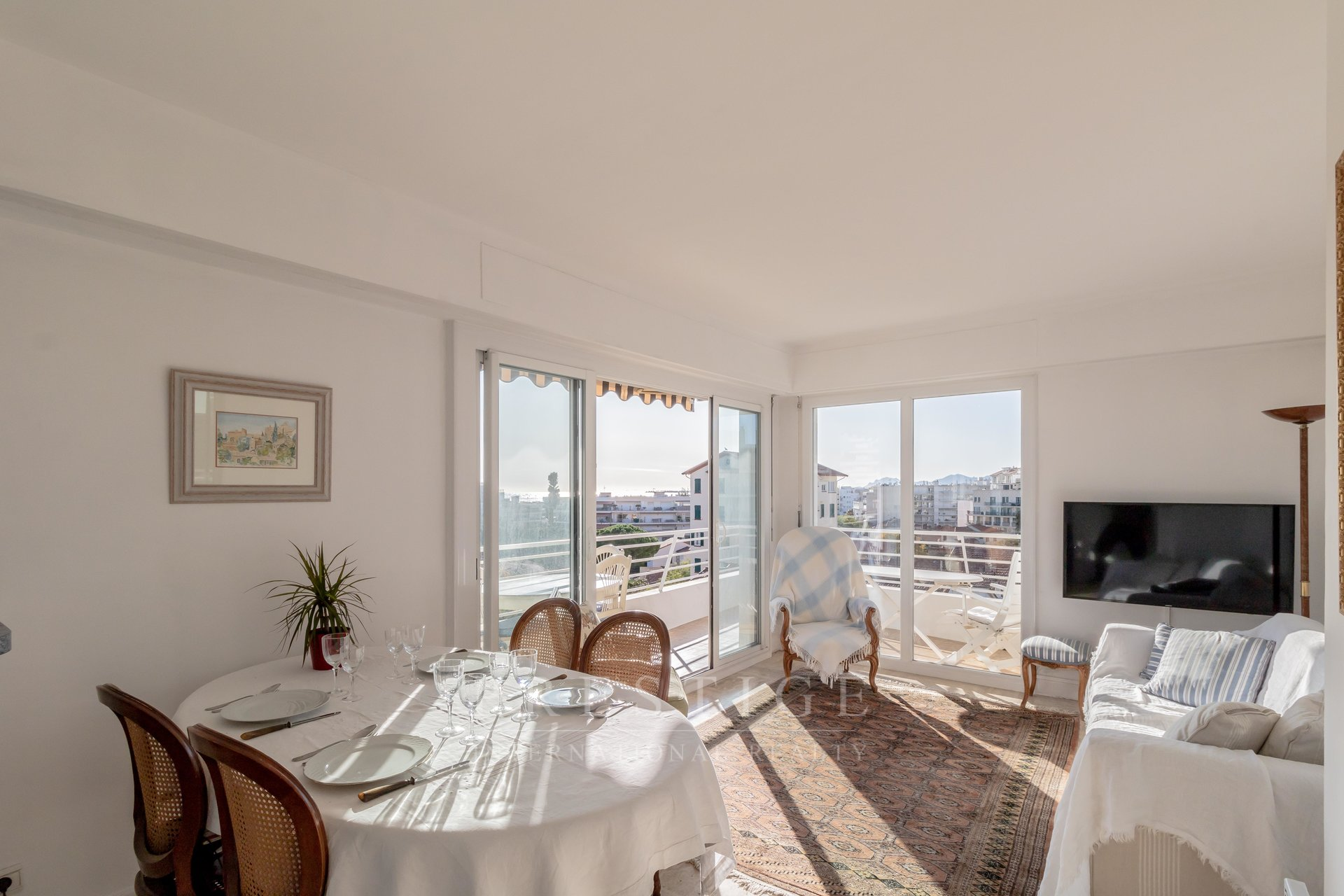 Juan les pins, flat with terrace sea view & garage
