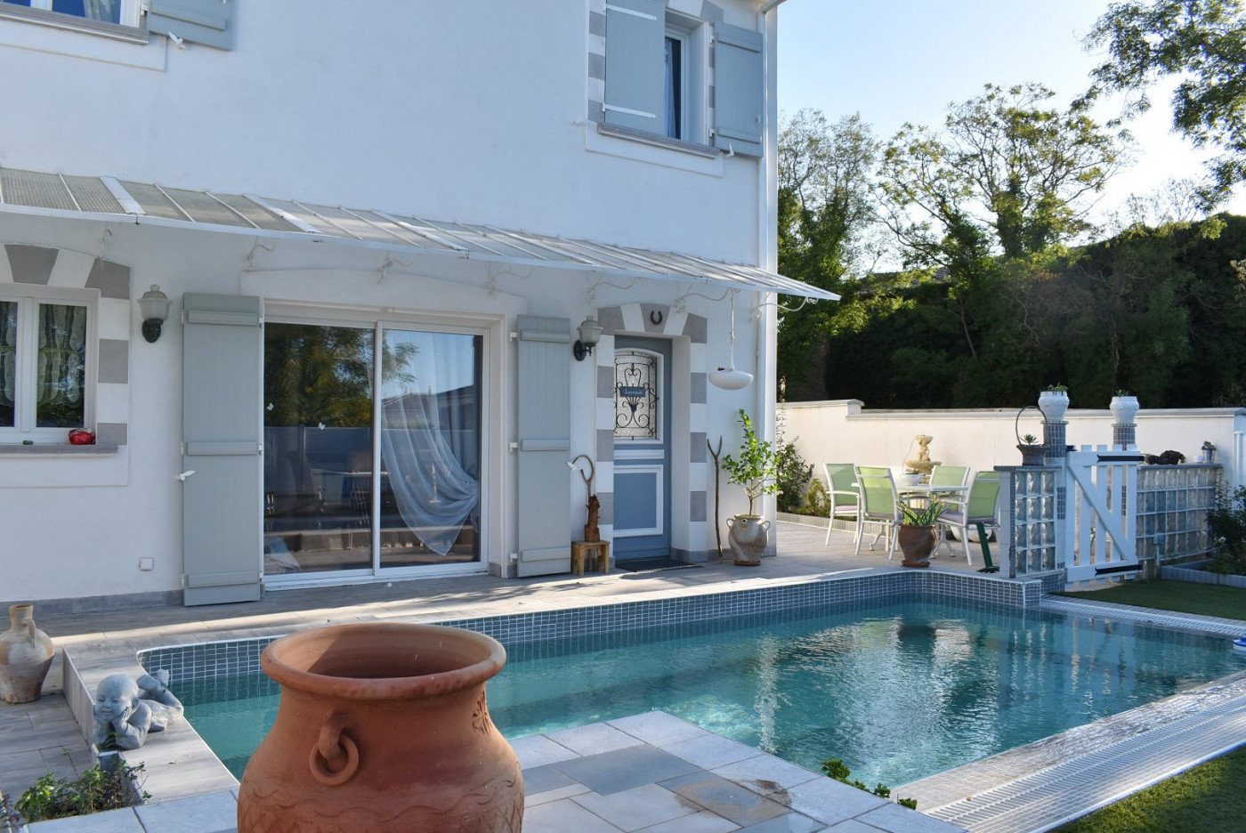 House with pool right by Pézenas