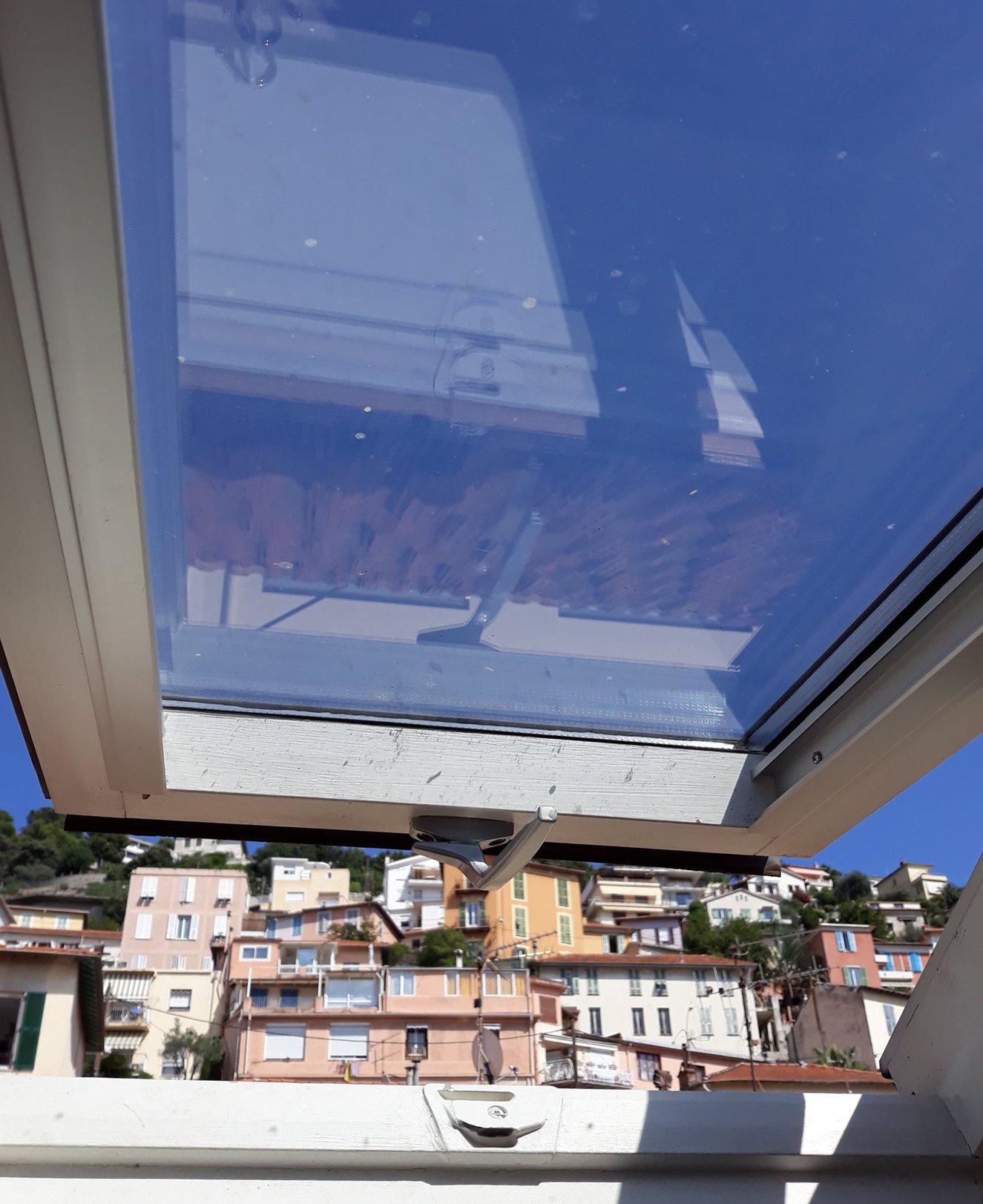 Nice  Bas Grande Corniche - F3/F4 - Duplex - Plafond Cathedrale