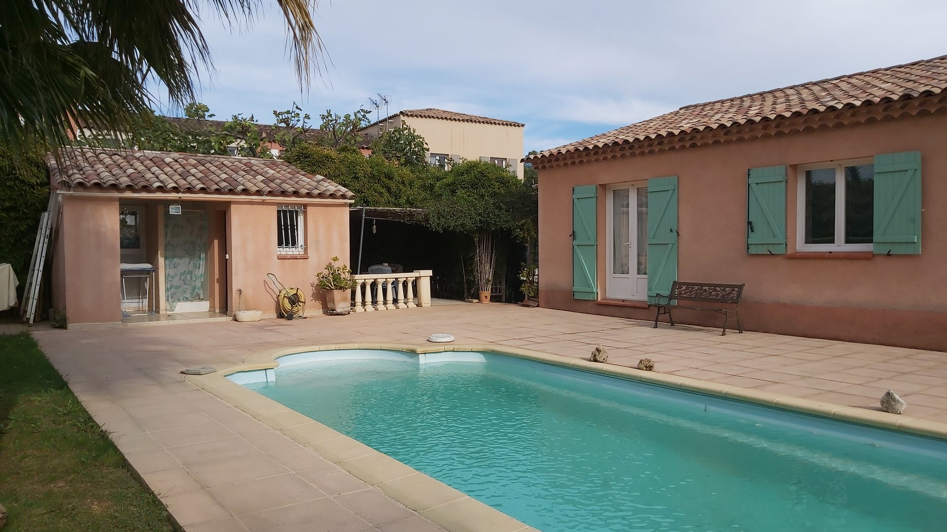 VILLA T4 GROUND FLOOR WITH SWIMMING POOL NEAR TGV STATION