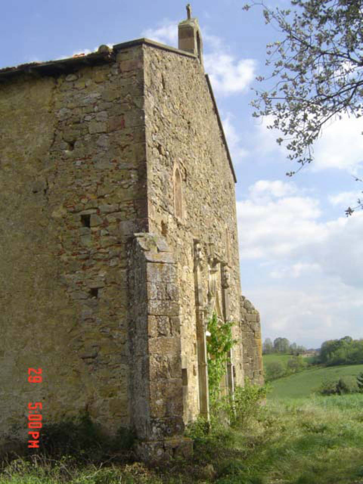 Near Aurignac, beautiful chapel of the seventeenth to nineteenth centuries to convert into a dwelling place