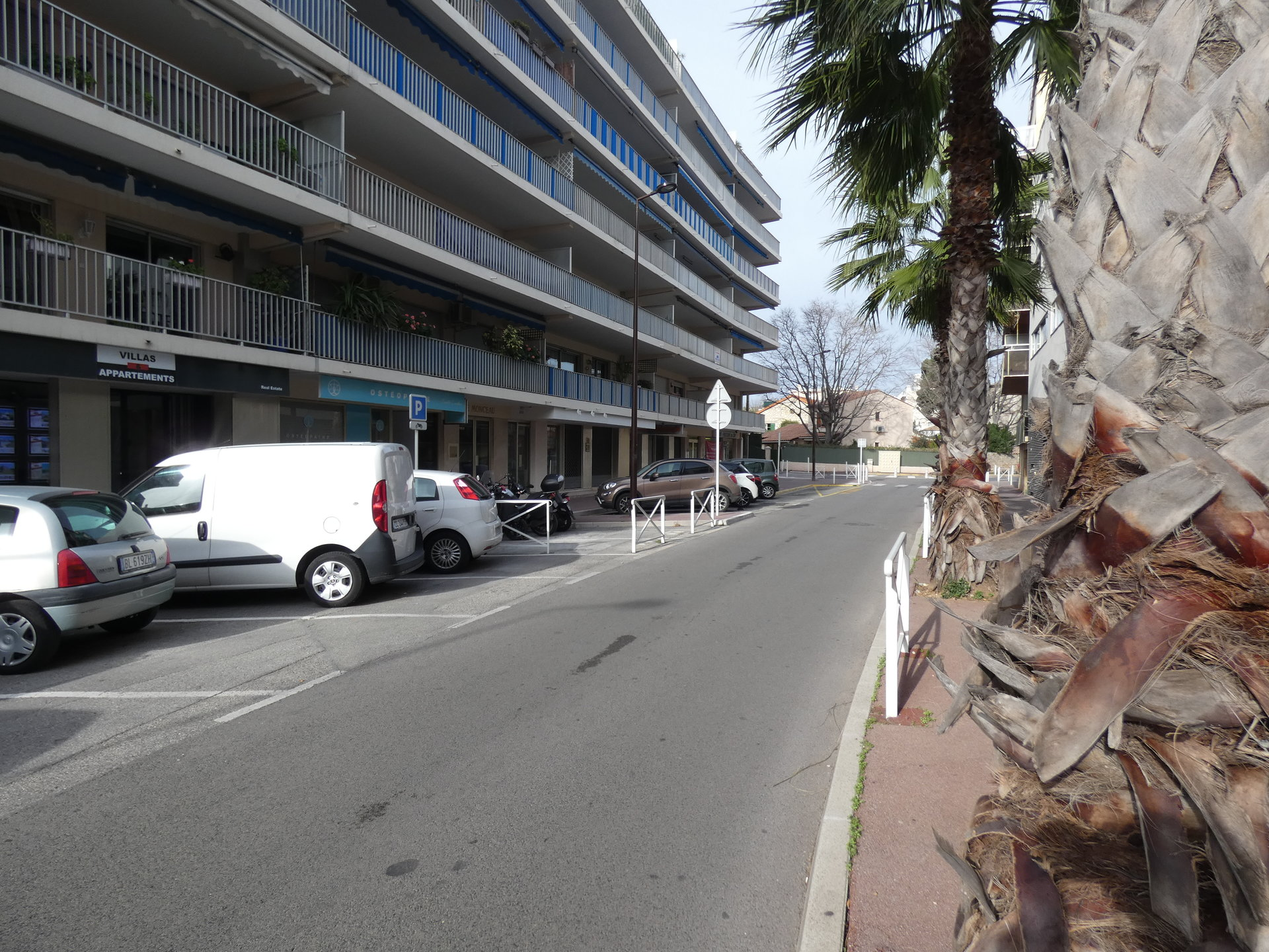 ANTIBES A VENDRE MUR COMMERCE LOUES