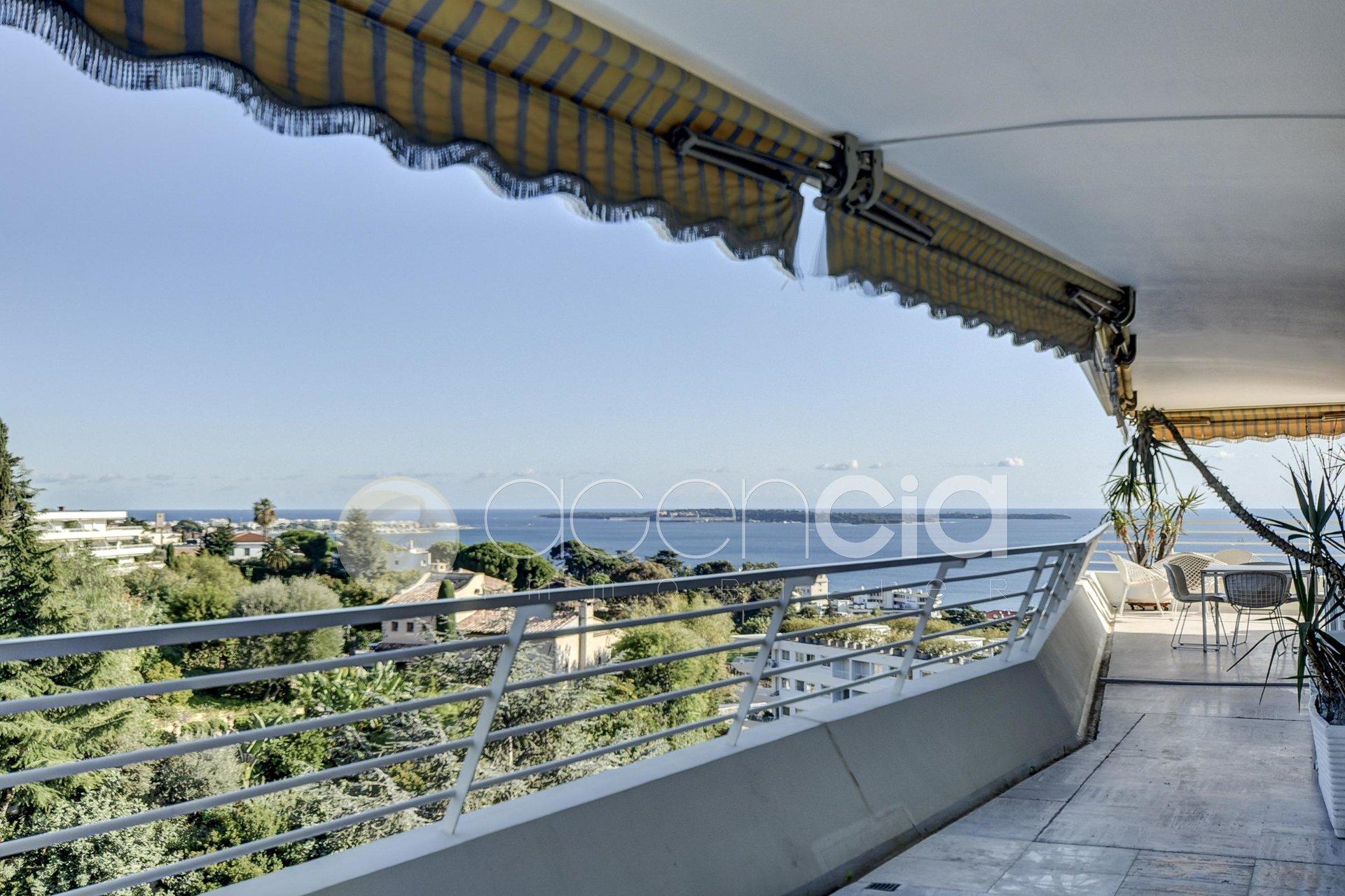 BAISSE DE PRIX Cannes avant dernier étage d'angle,  3 pièces possibilités de 4 pieces