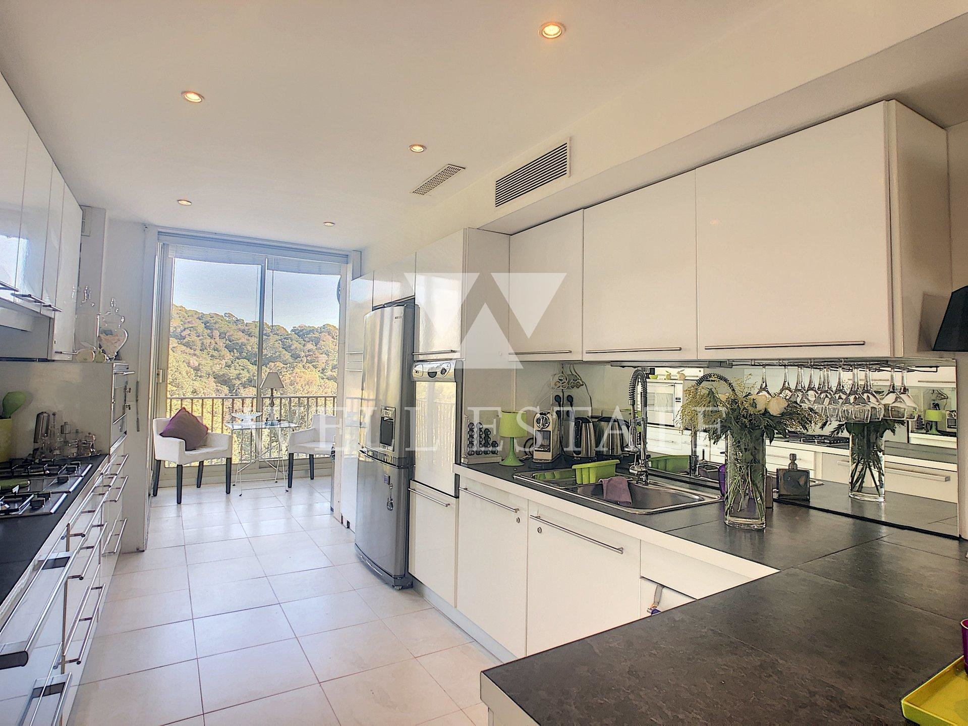 CANNES CALIFORNIE APPARTEMENT 4 PEICES 165M2 VUE MER RESIDENCE FERMEE.