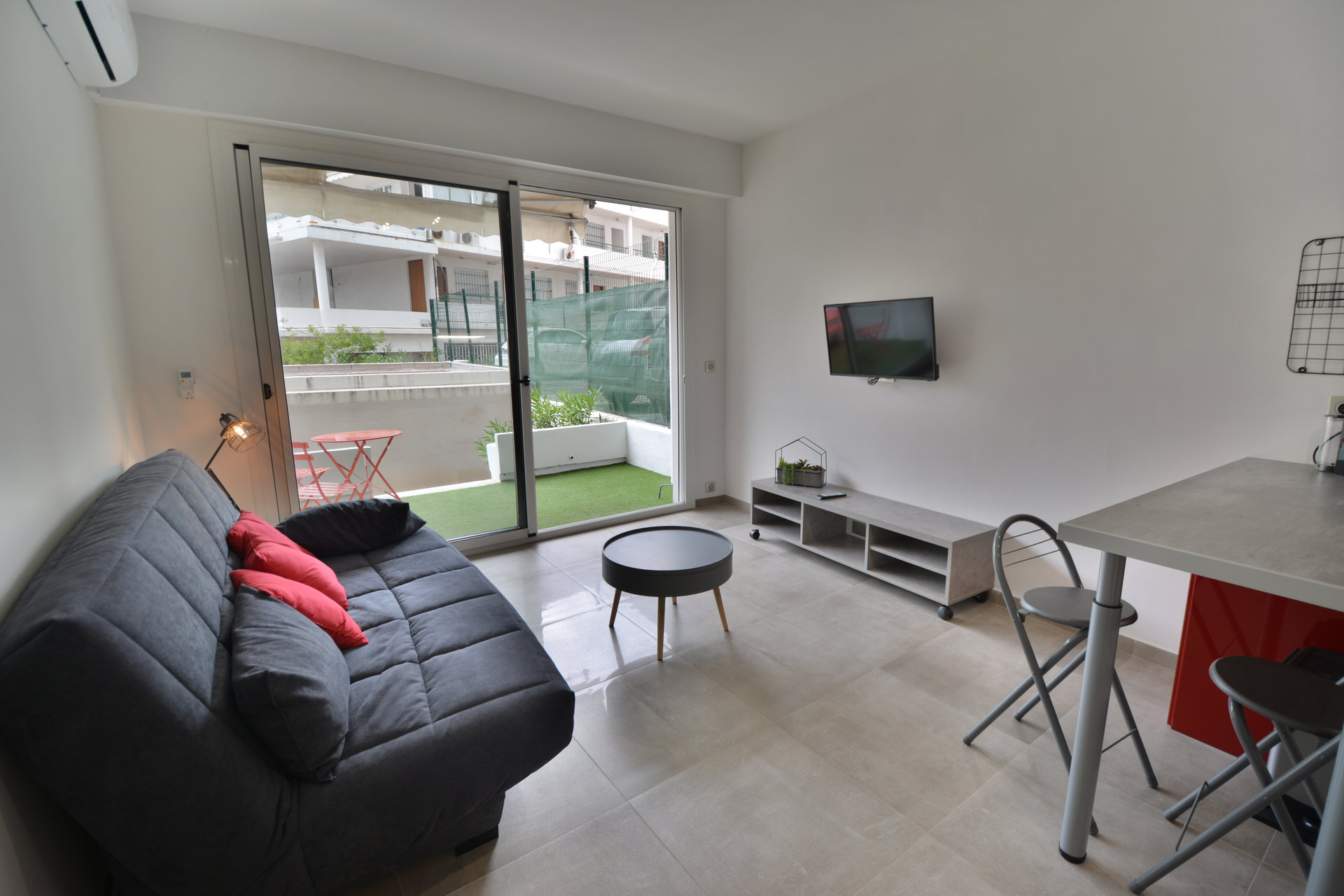 Refurbished studio in the centre of Juan les Pins