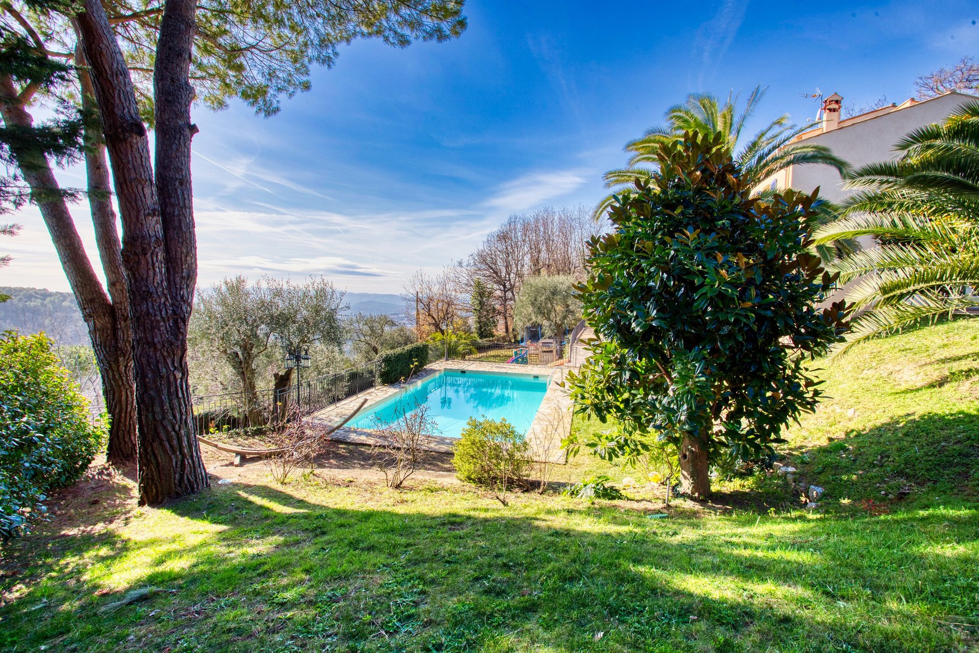 For sale large family villa 6 bedrooms with sea and mountain views near Valbonne