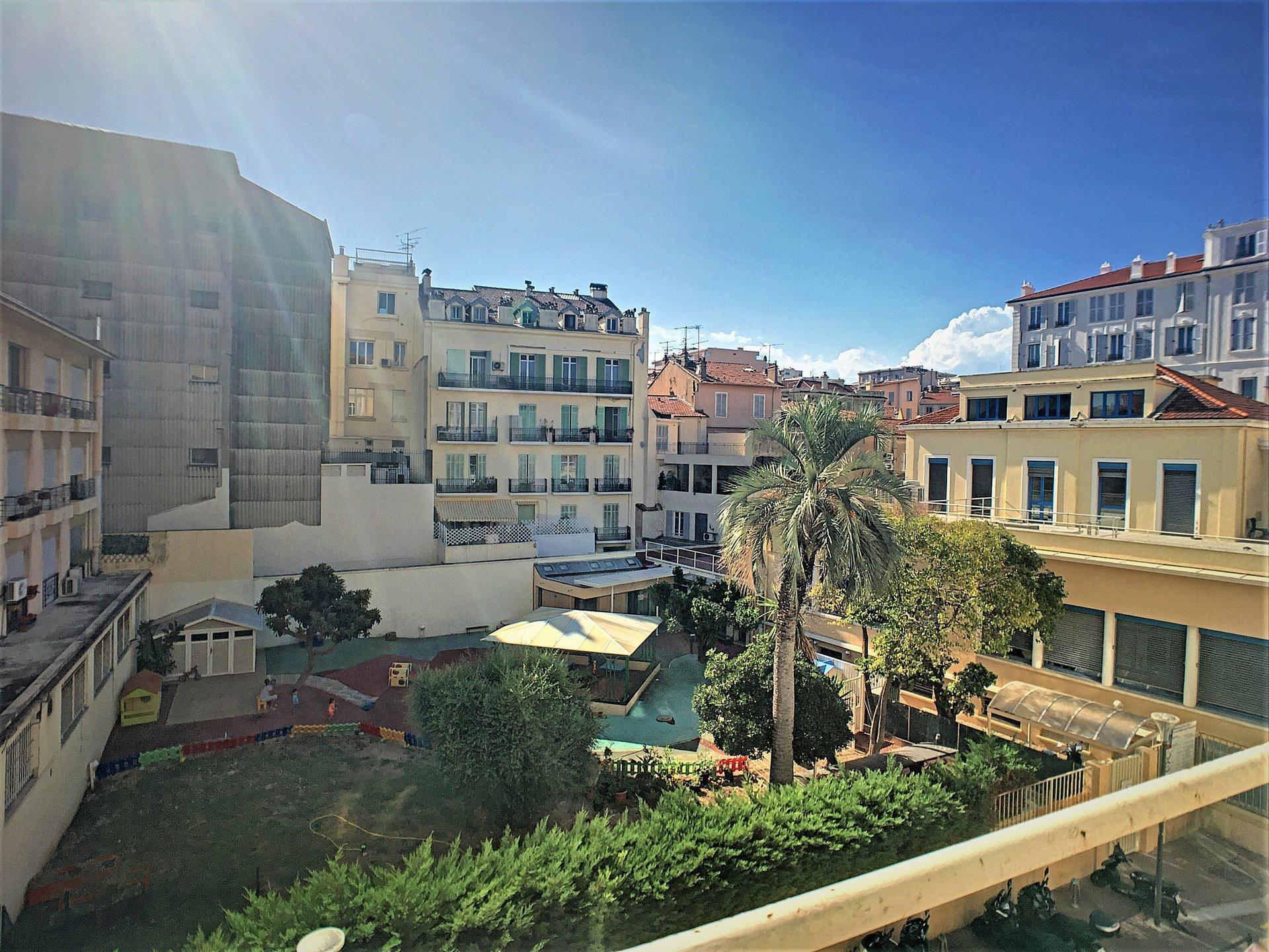3 pièces avec balcon et ascenseur - Cannes Banane