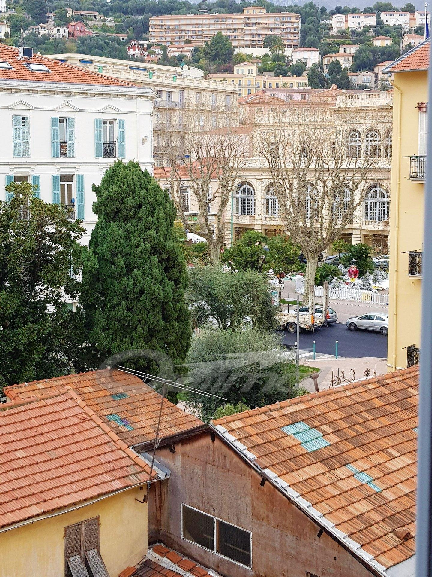 Menton - three rooms - center town - quite