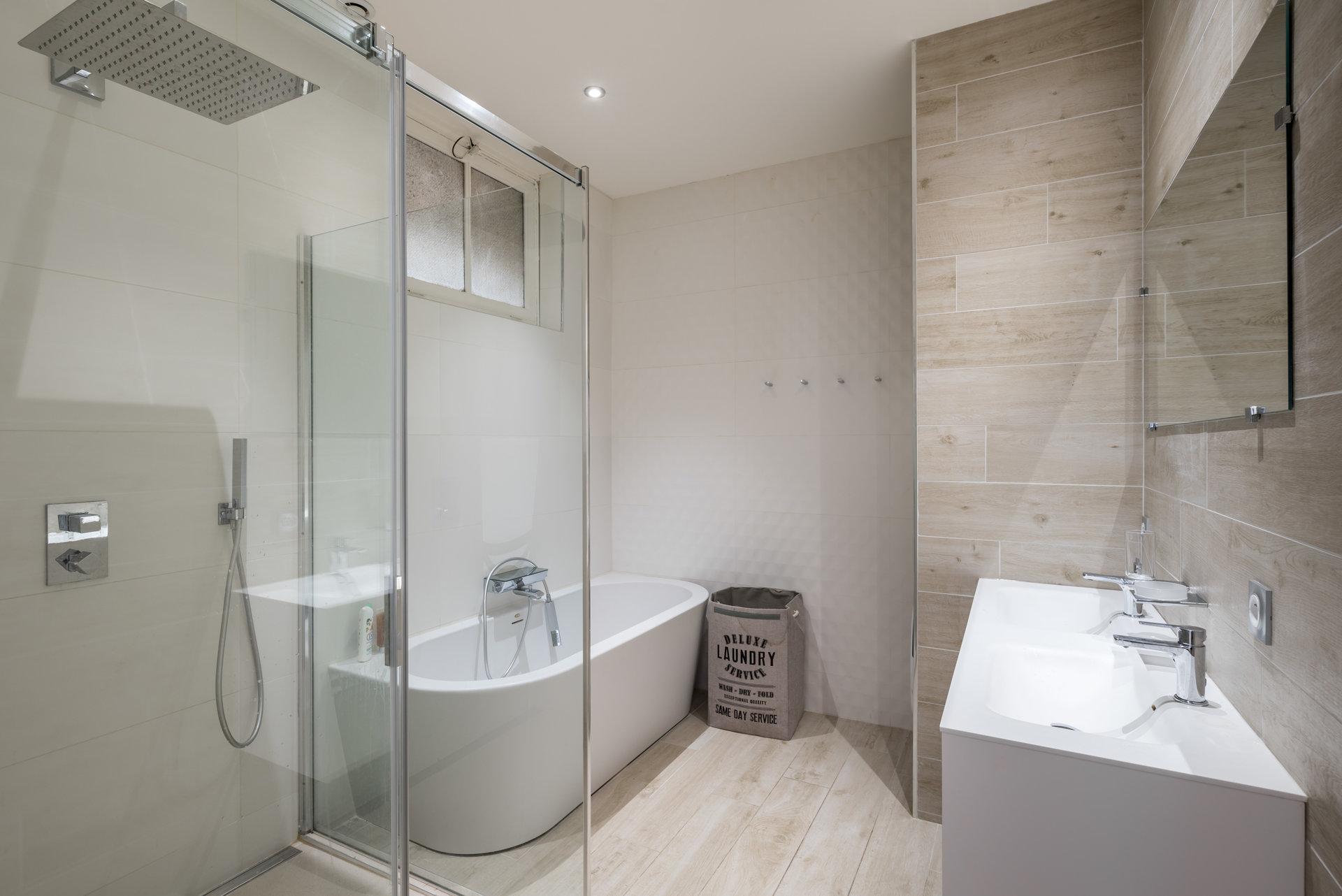 BELGES / MASSENA - Superbe T3 rénové de 86 m2