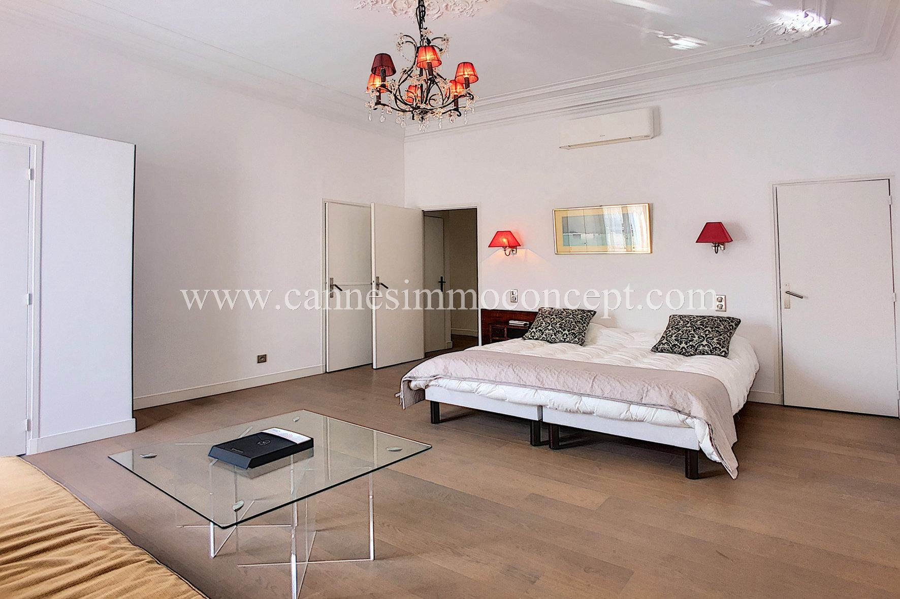 HEART OF CANNES. 4 room-apartment