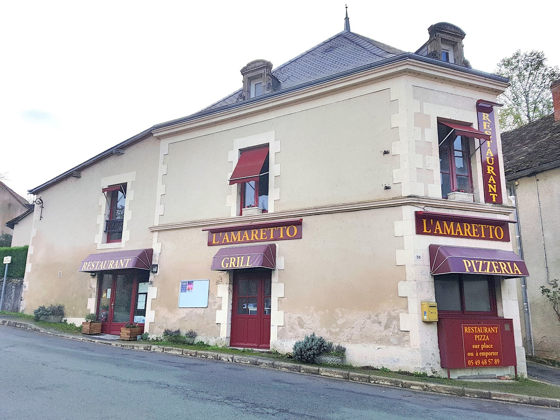 Well frequented pizzeria in Angles sur l'Anglin, Vienne( 86)