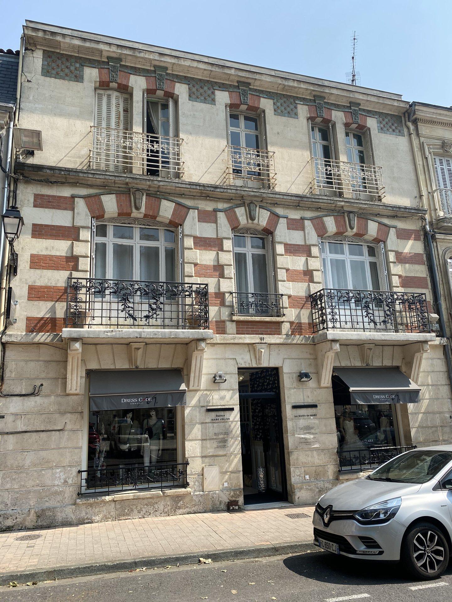 Sale Building - Saintes