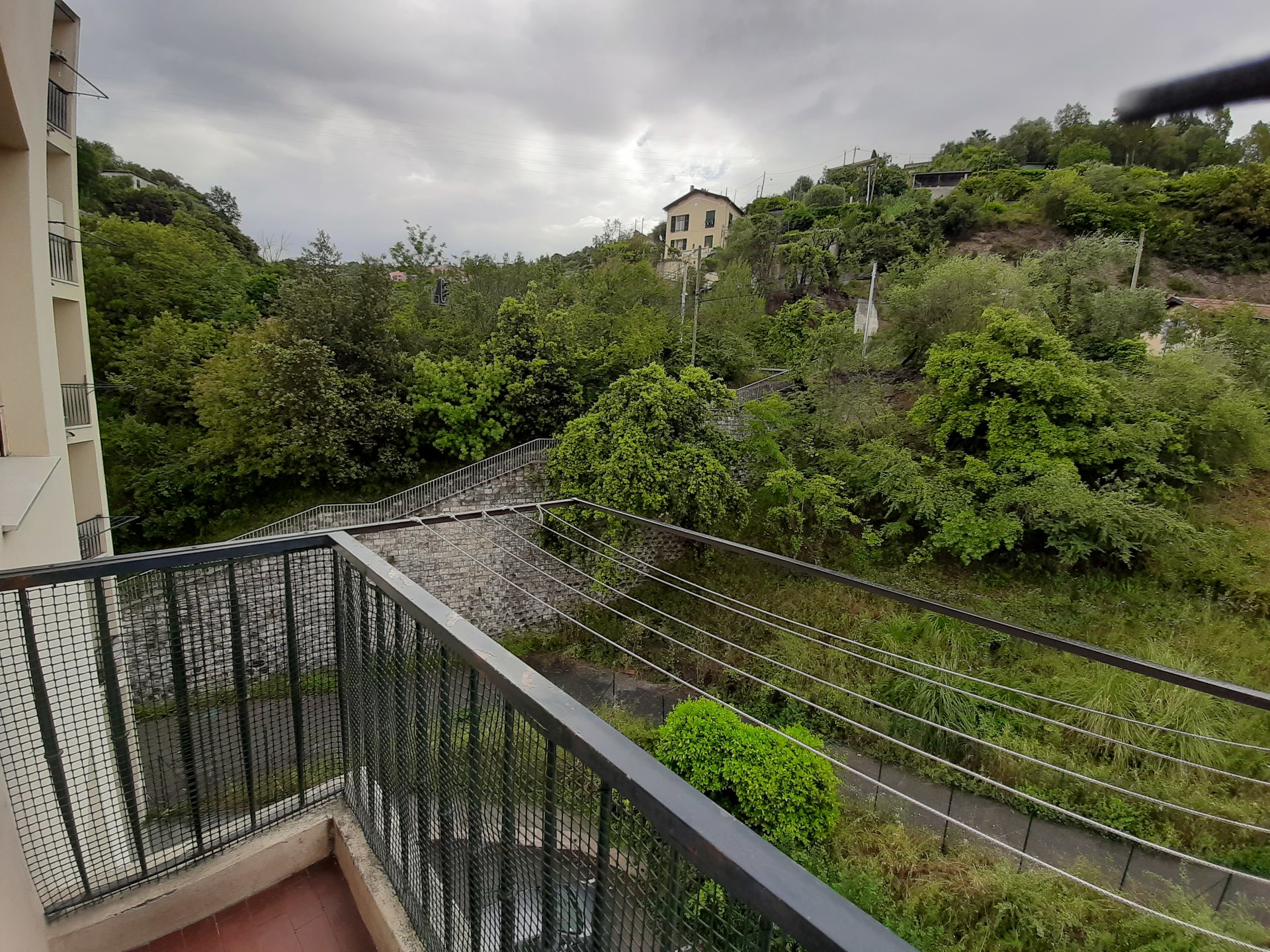 F3 traversant, vue dégagée, terrasse et balcon