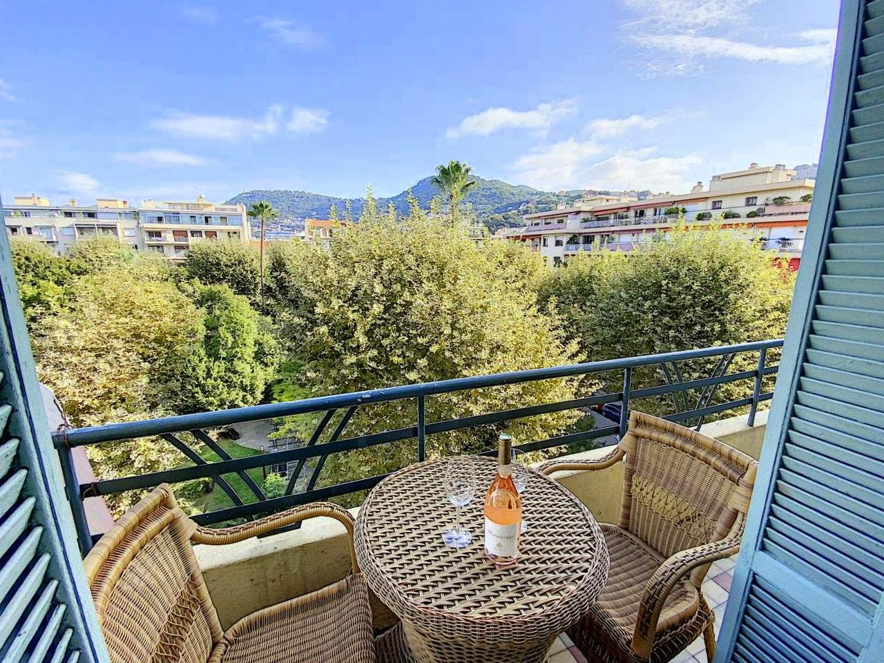 SALE Apartment 4 Rooms 87m² Nice Close to Port Balconies High Floor