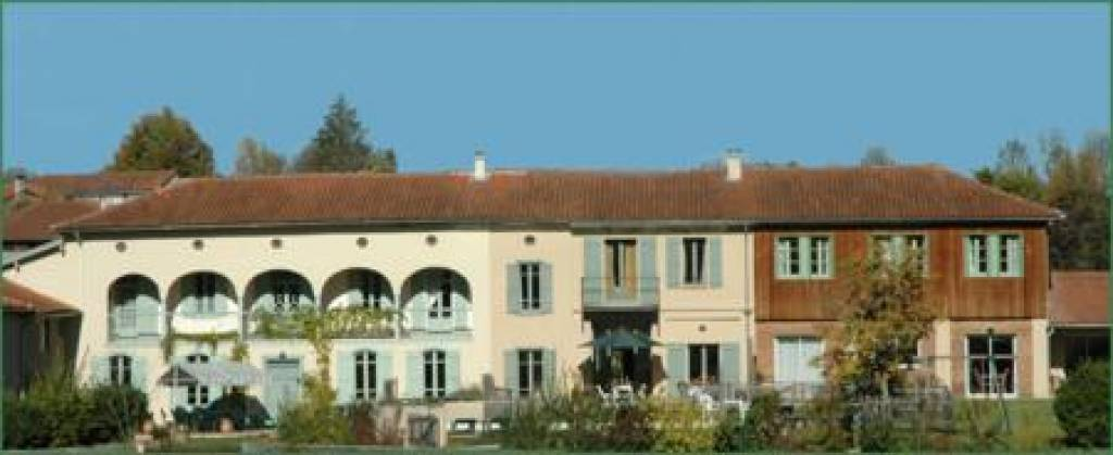 Renovated farmhouse, 3 gites, 10 bedrooms, swimming pool, architect designed