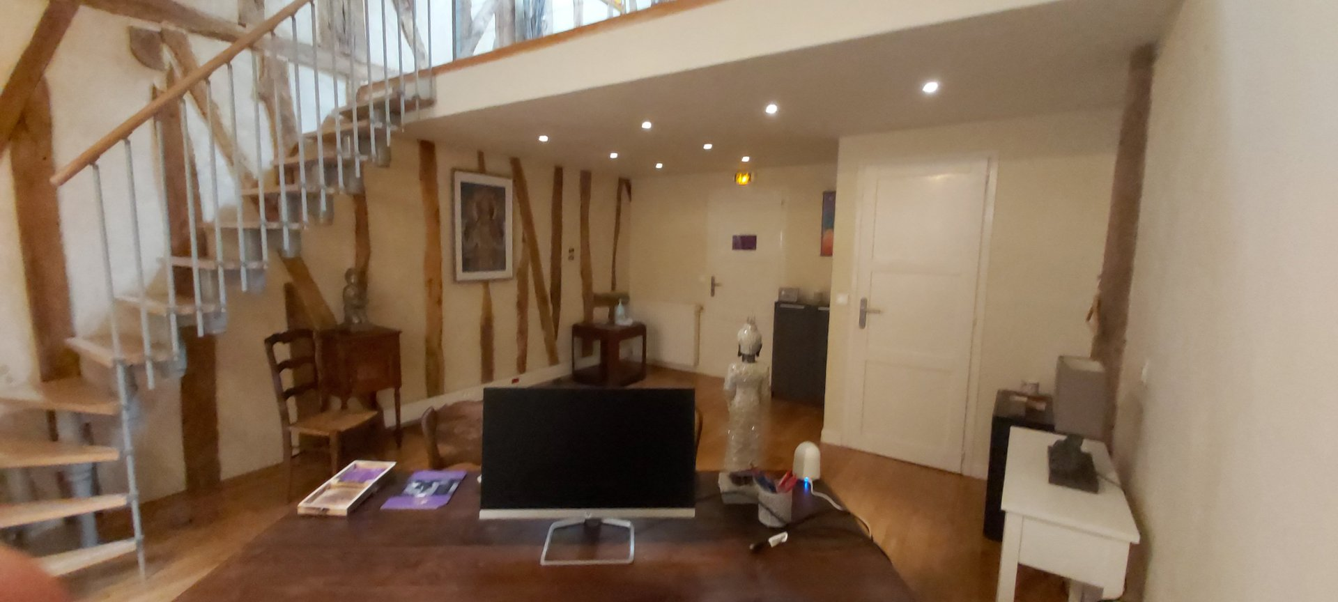 Professional office in duplex located in the center of Aurignac
