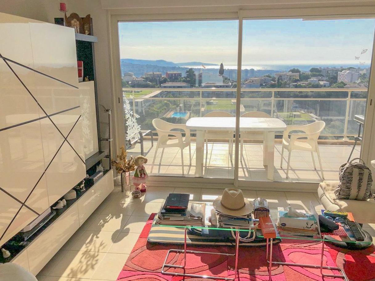 3P avec terrasse et vue mer - Saint Laurent du Var