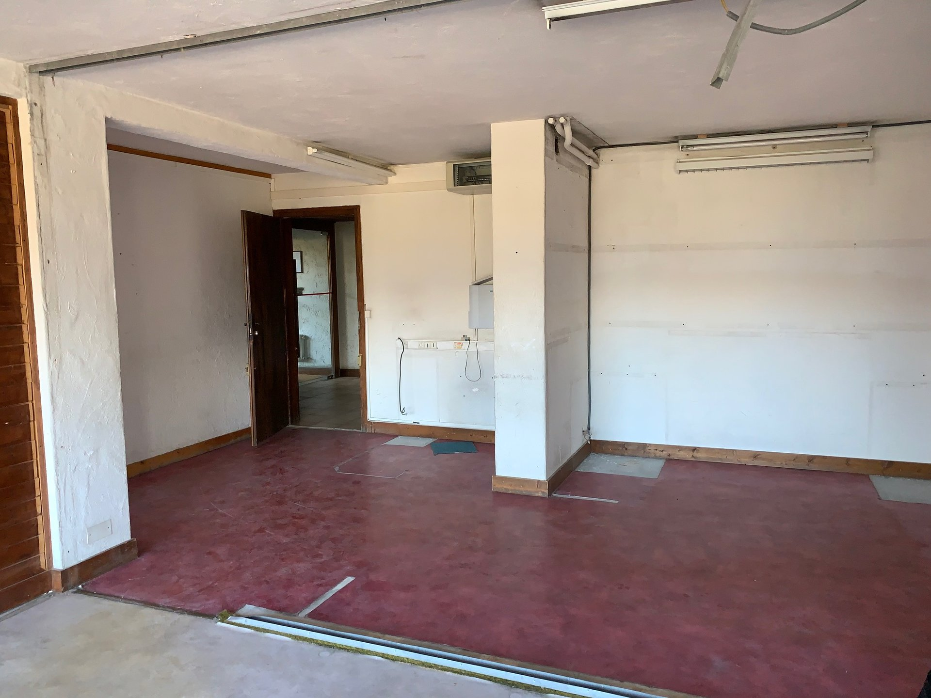 COMBLOUX CENTRE VILLE -  LOCAL COMMERCIAL A RENOVER EN APPARTEMENT  87M²
