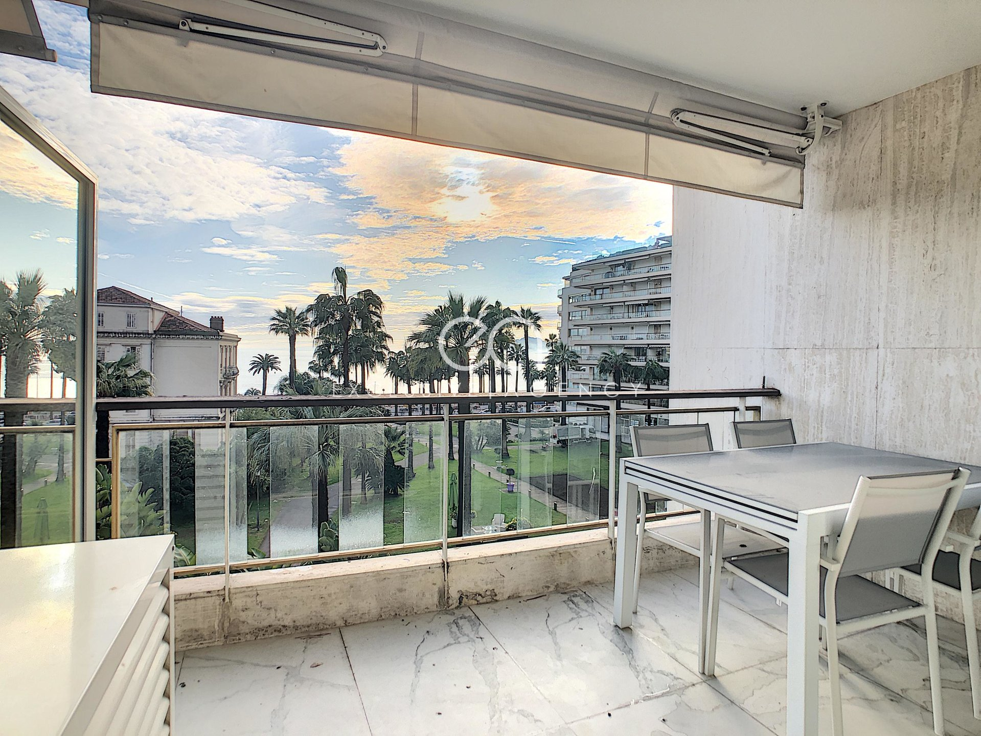Grand hôtel - Brand new studio with terrace and seaview
