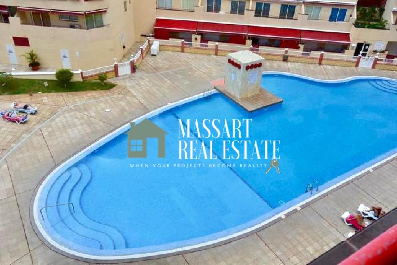 En alquiler en Puerto De Santiago, en el complejo Jardines del Mar, apartamento totalmente amueblado que ofrece unas vistas privilegiadas al mar.