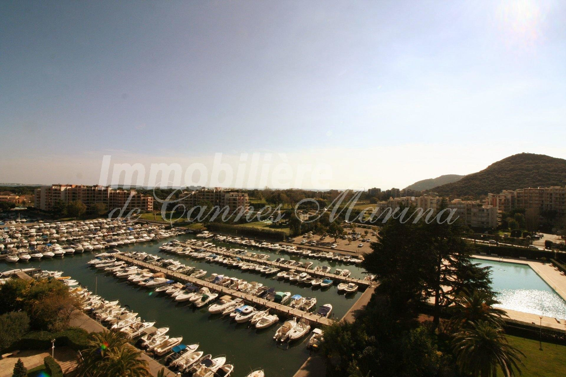 STUDIO - Vue  Port  & Aperçu Mer -  Étage élevé - Piscine