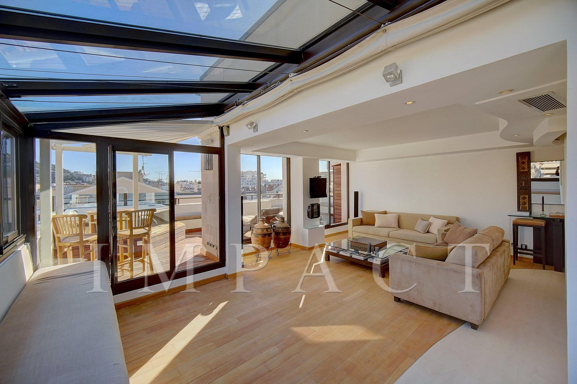 Location saisonnière - Splendide penthouse de 80m2 - Cannes
