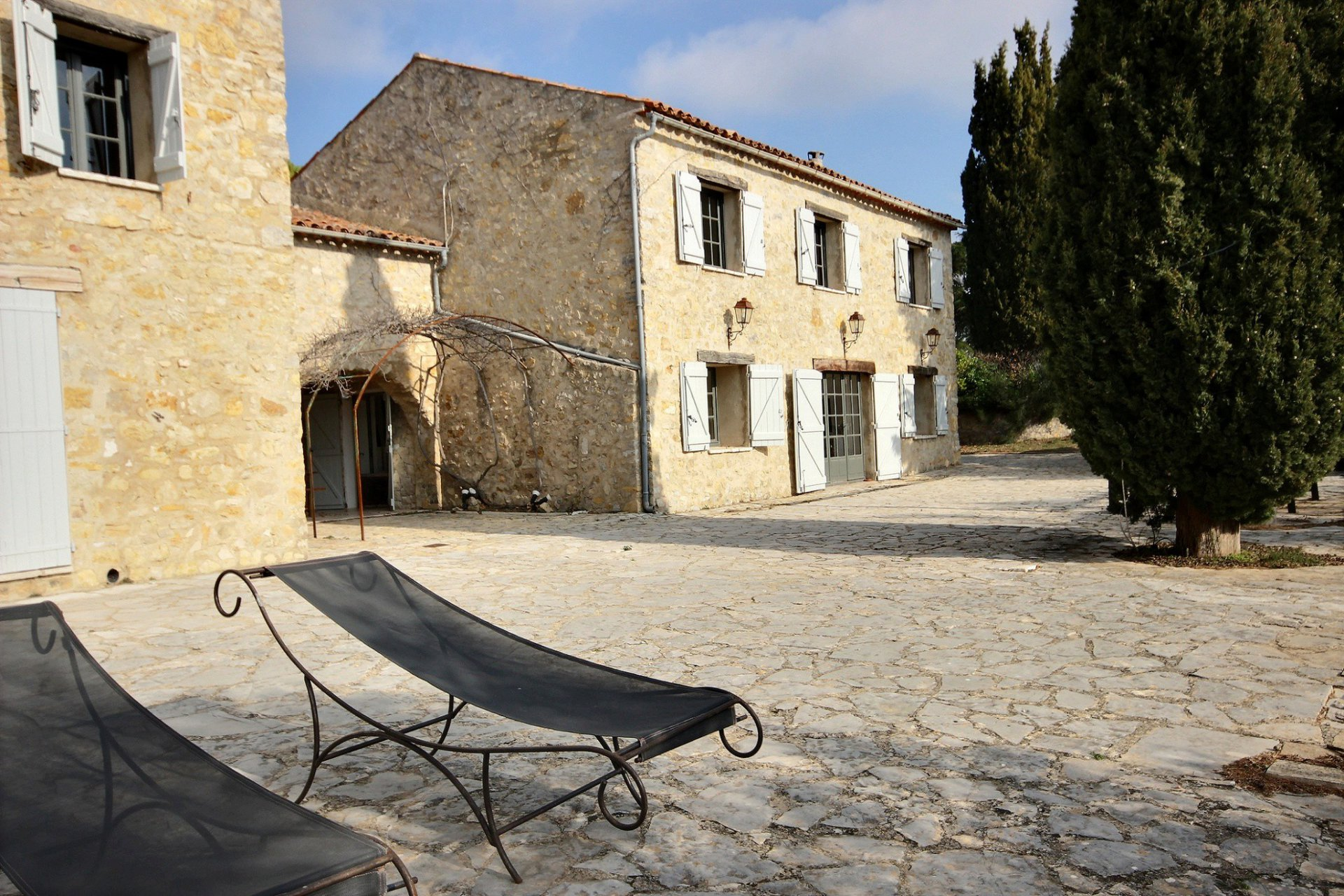 Beautifully renovated stone bastide within walking distance to village