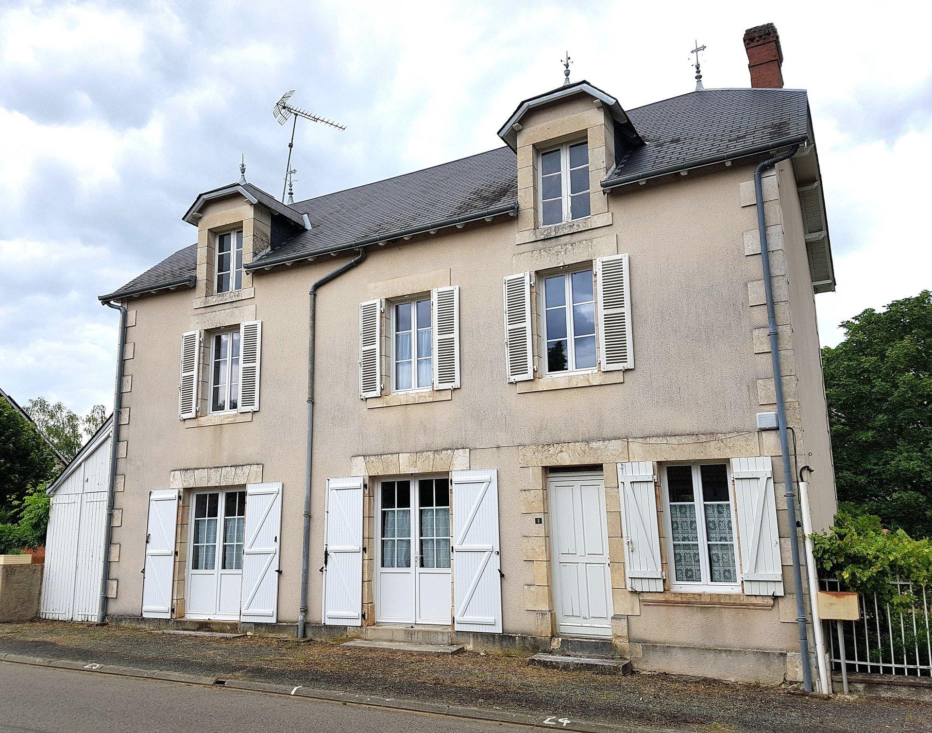 La Brenne, Indre 36: maison de village, bon état avec jardin