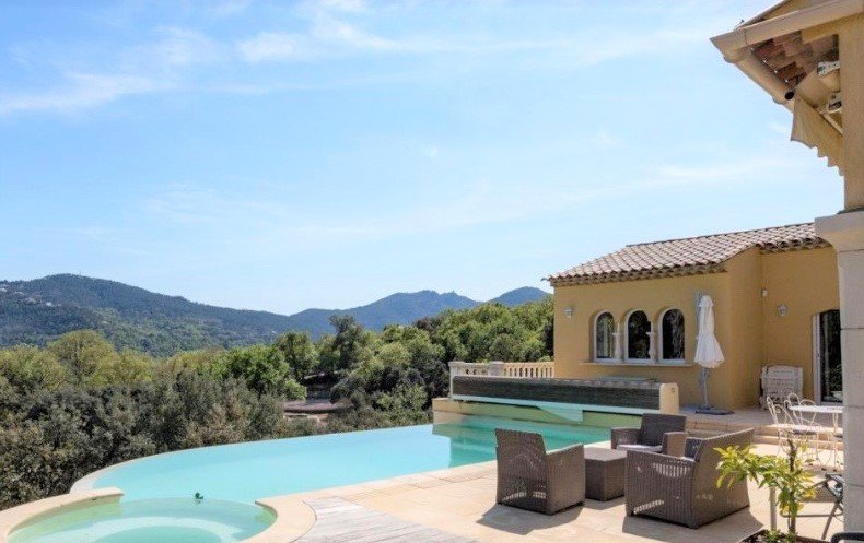 SOLE AGENT! PERFECTLY MAINTAINED VILLA