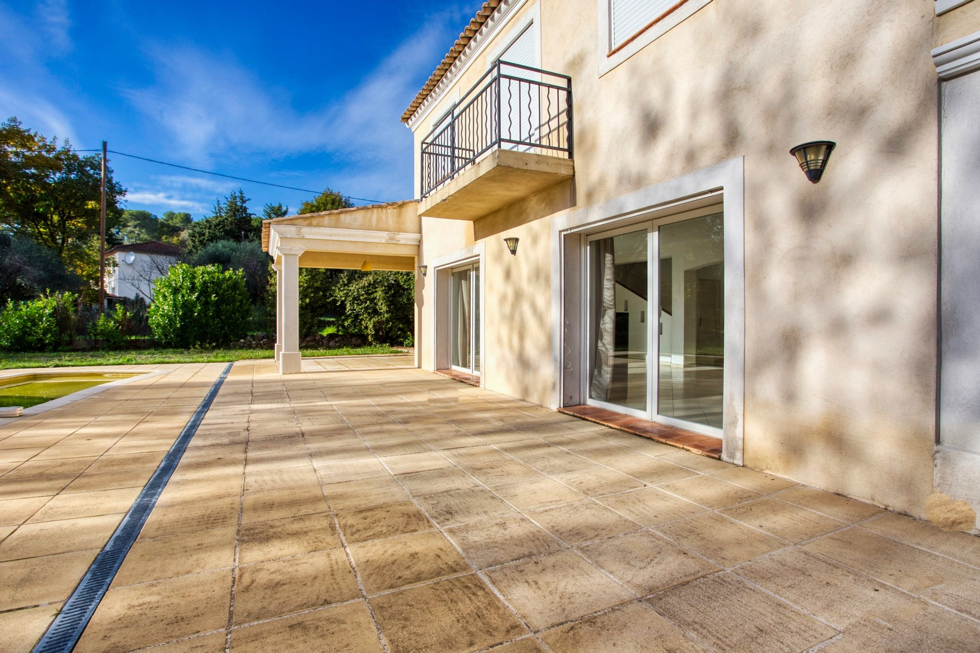 Villa 6P of 170 m² with swimming pool and flat garden