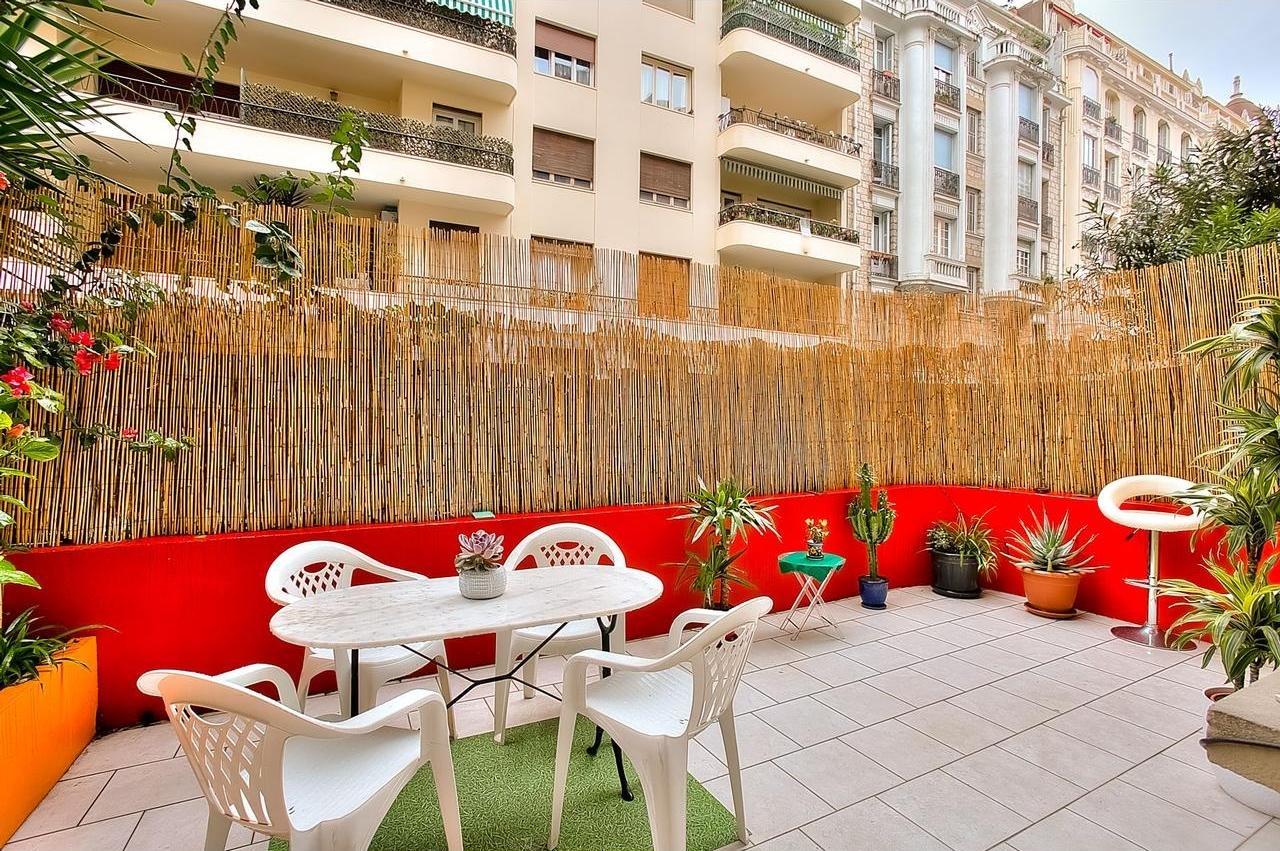 FÖRSÄLJNING Lägenhet 2 Rum 63m² Nice Musiciens Terrasser Trädgård