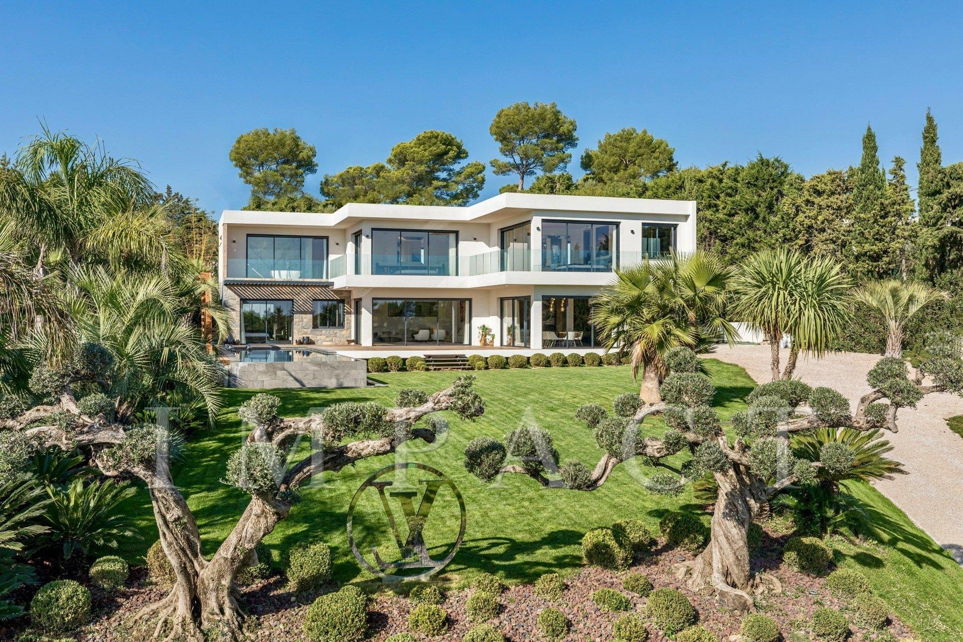 Exceptional new villa of 720m²