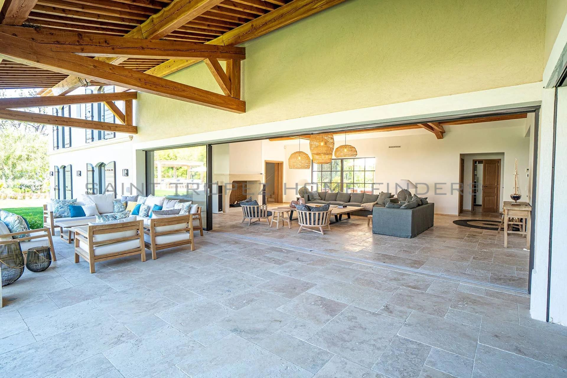 Exclusivité: Villa neuve à pieds de la plage
