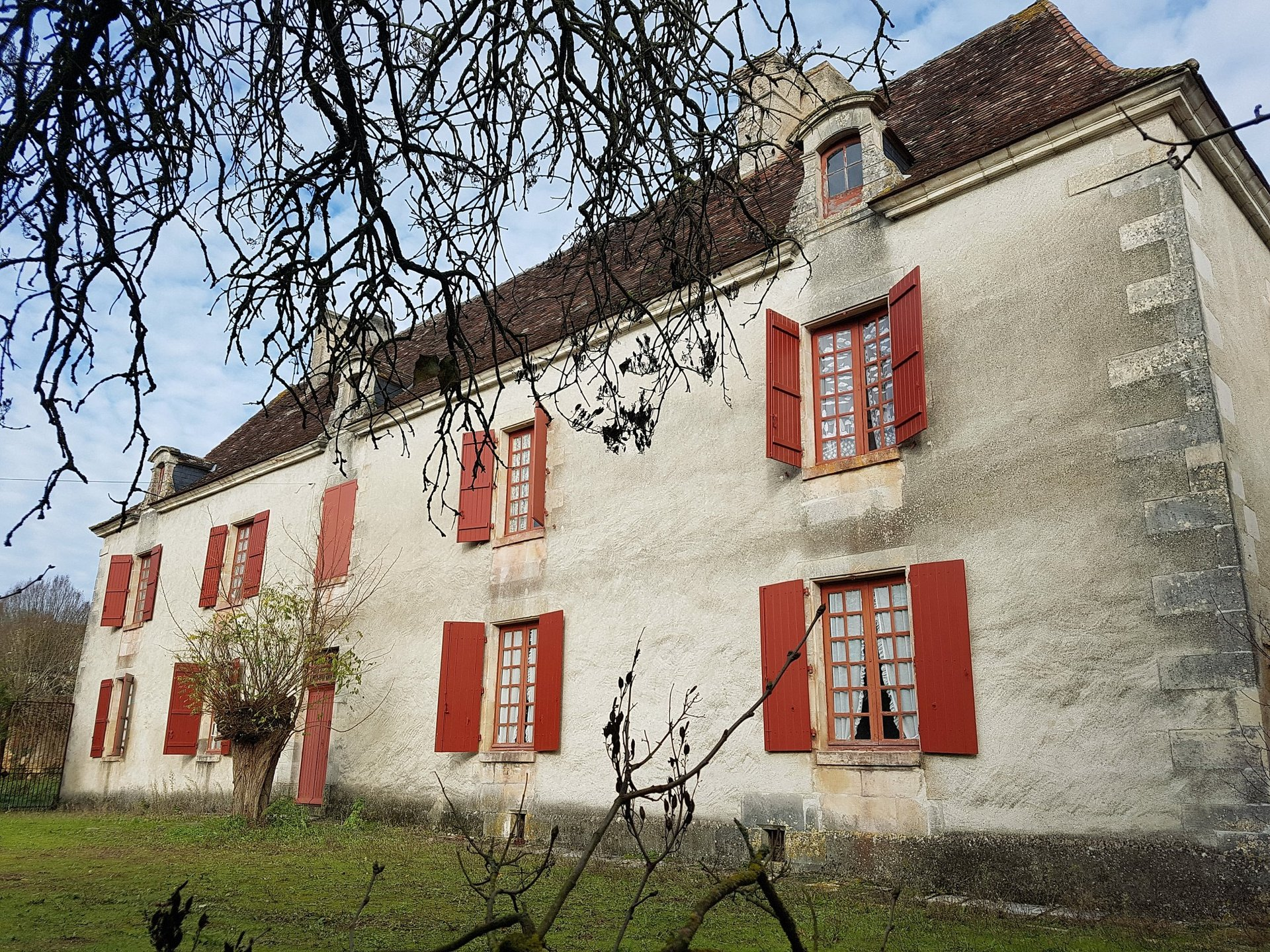 Near Saint Savin, Vienne 86: property on one hectare of land