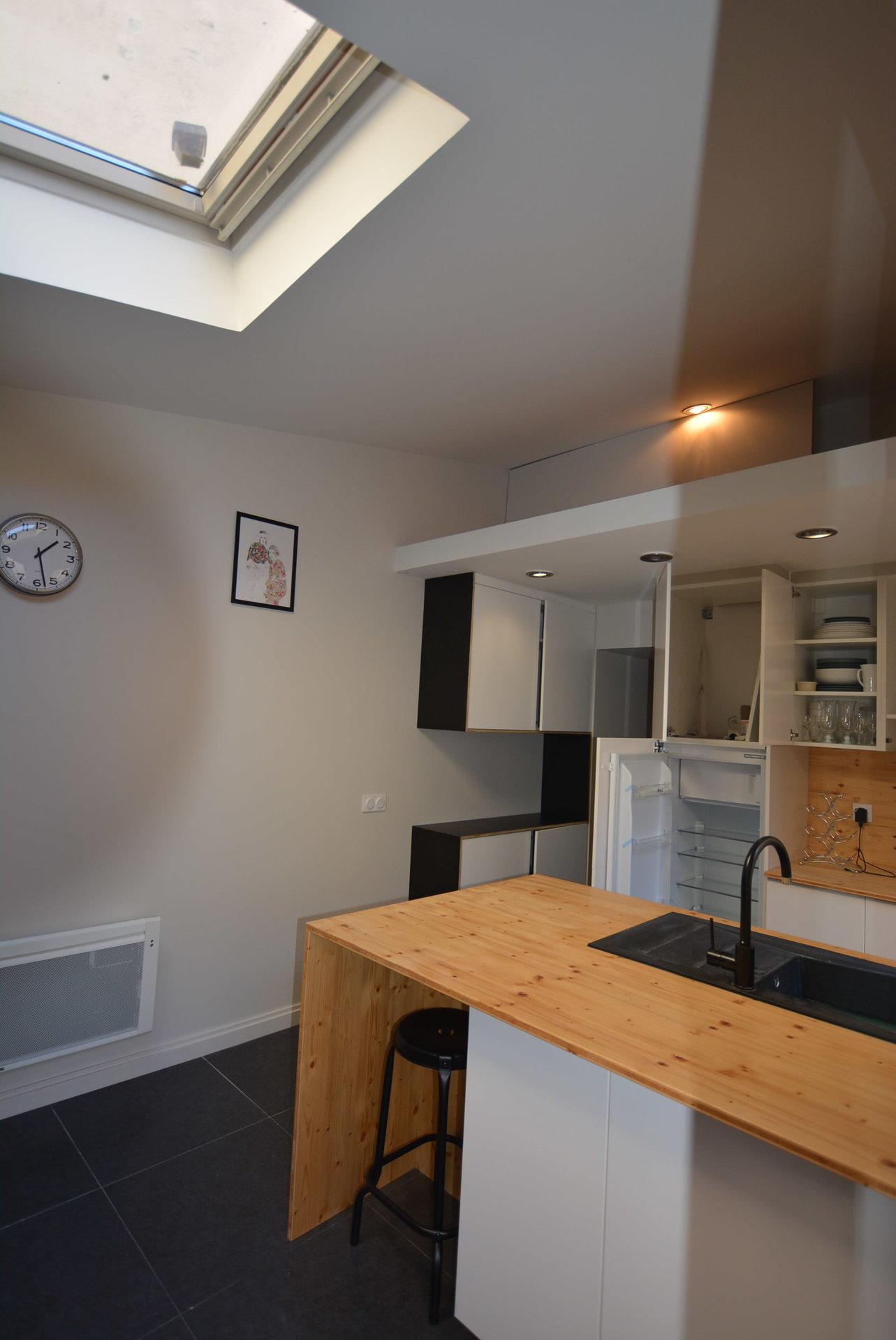Skylight, kitchen bar