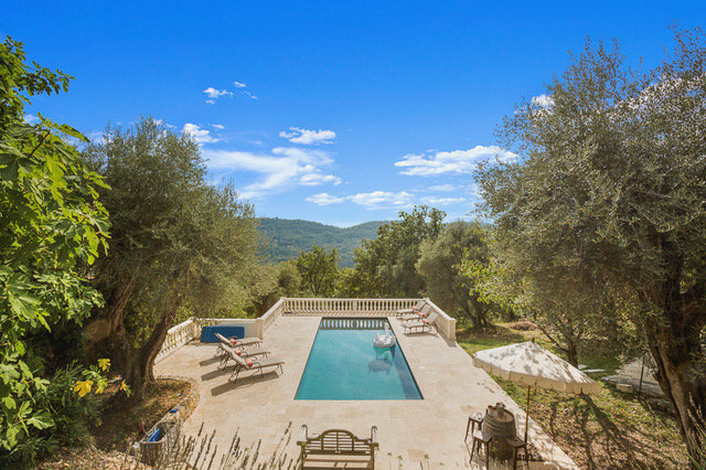 Renovated farmhouse with magnificent views Bar sur Loup
