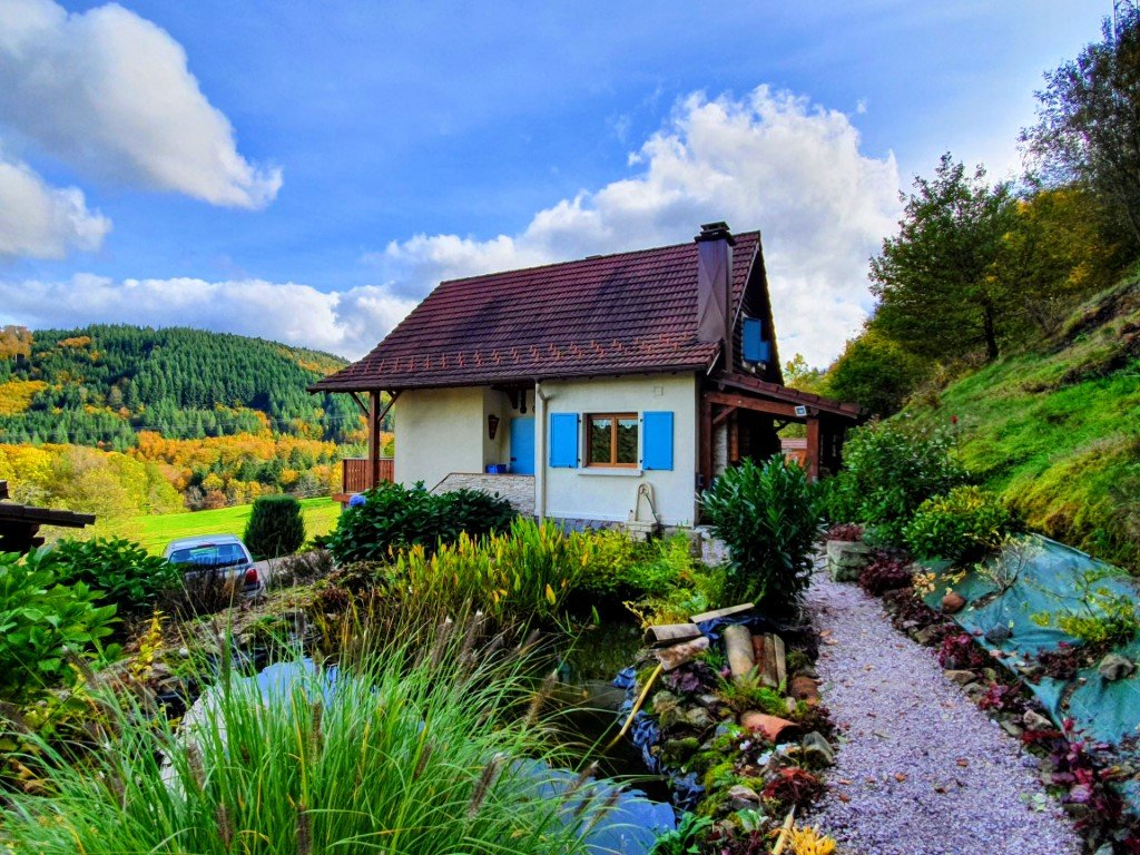 VOSGES - Charming chalet with nice views, shed and garage on about 1.720 m2