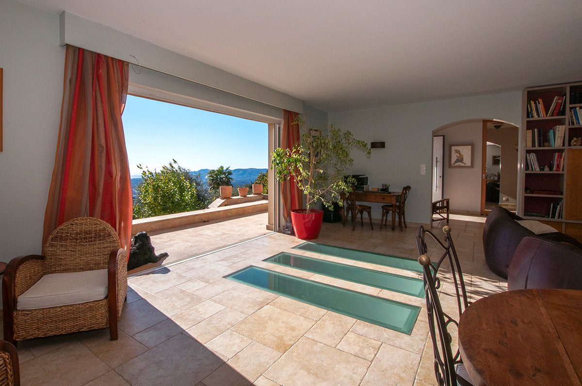 Lovely modern 4 bedroom villa with panoramic views south towards the sea