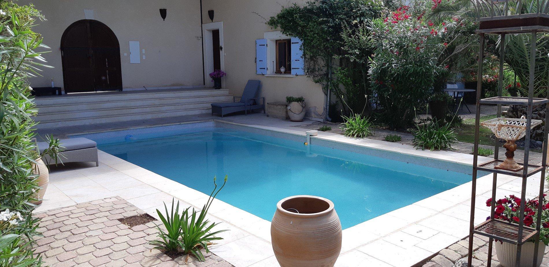 Tvâ fantastiska hus med pool