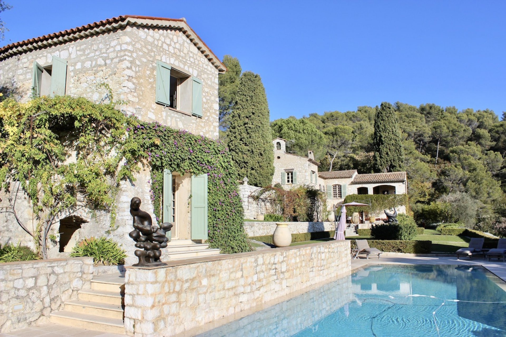 Luxurious villa with pool and guesthouse perched above St. Paul de Venice
