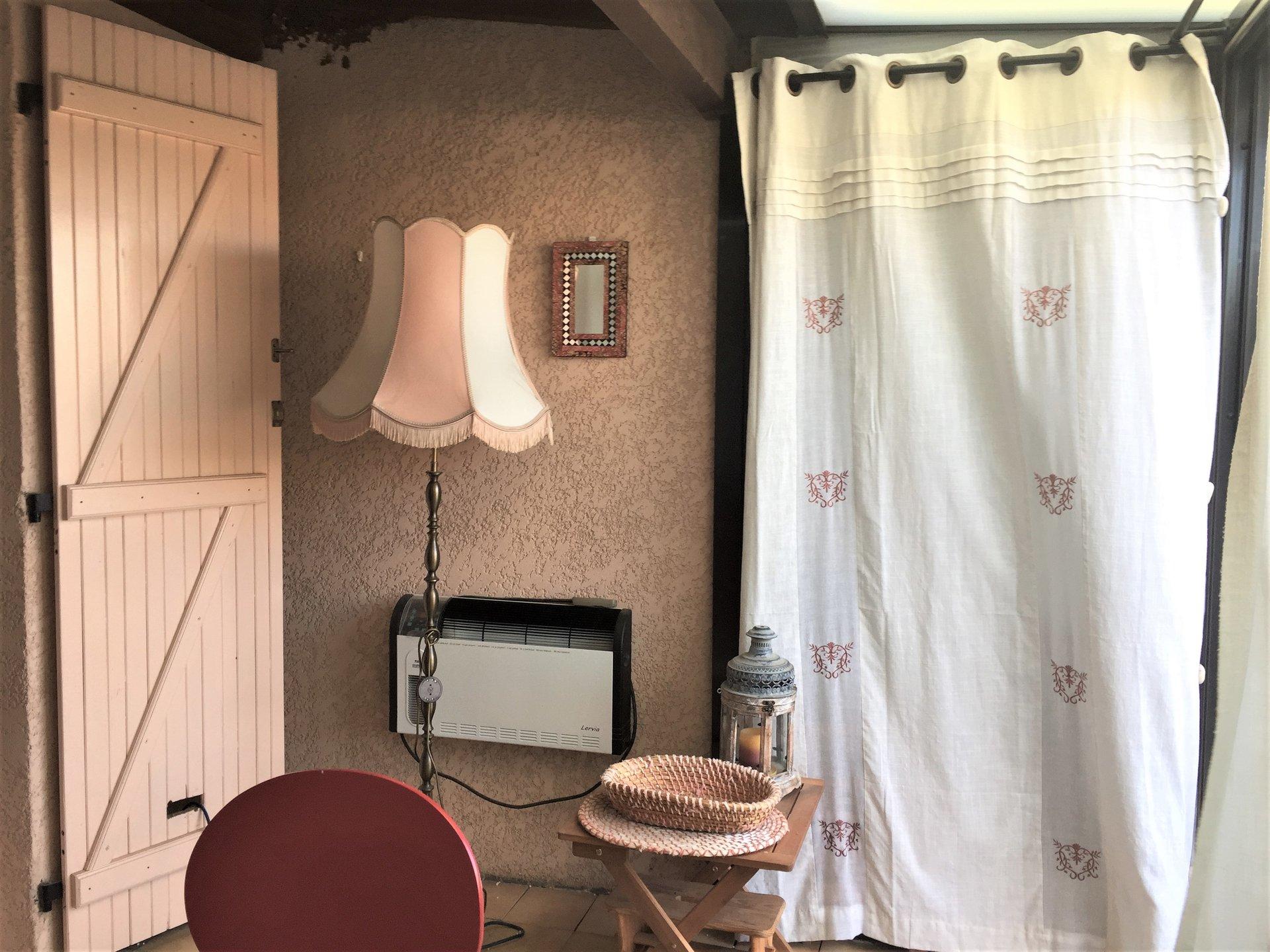 Maison avec véranda et terrasse