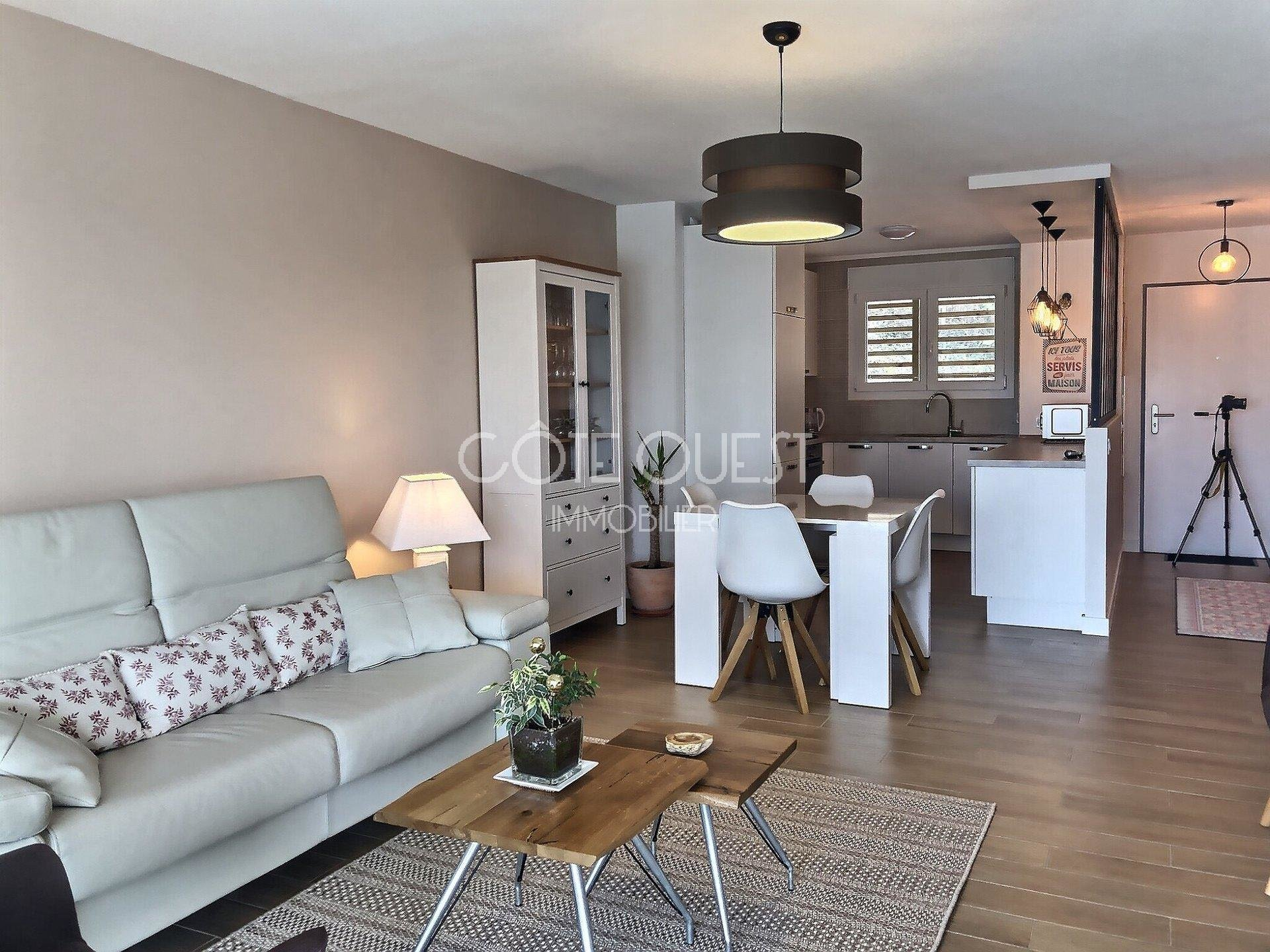 SAINT JEAN DE LUZ. A 3-ROOM APARTMENT WITH A TERRACE ENJOYING A MOUNTAIN VIEW