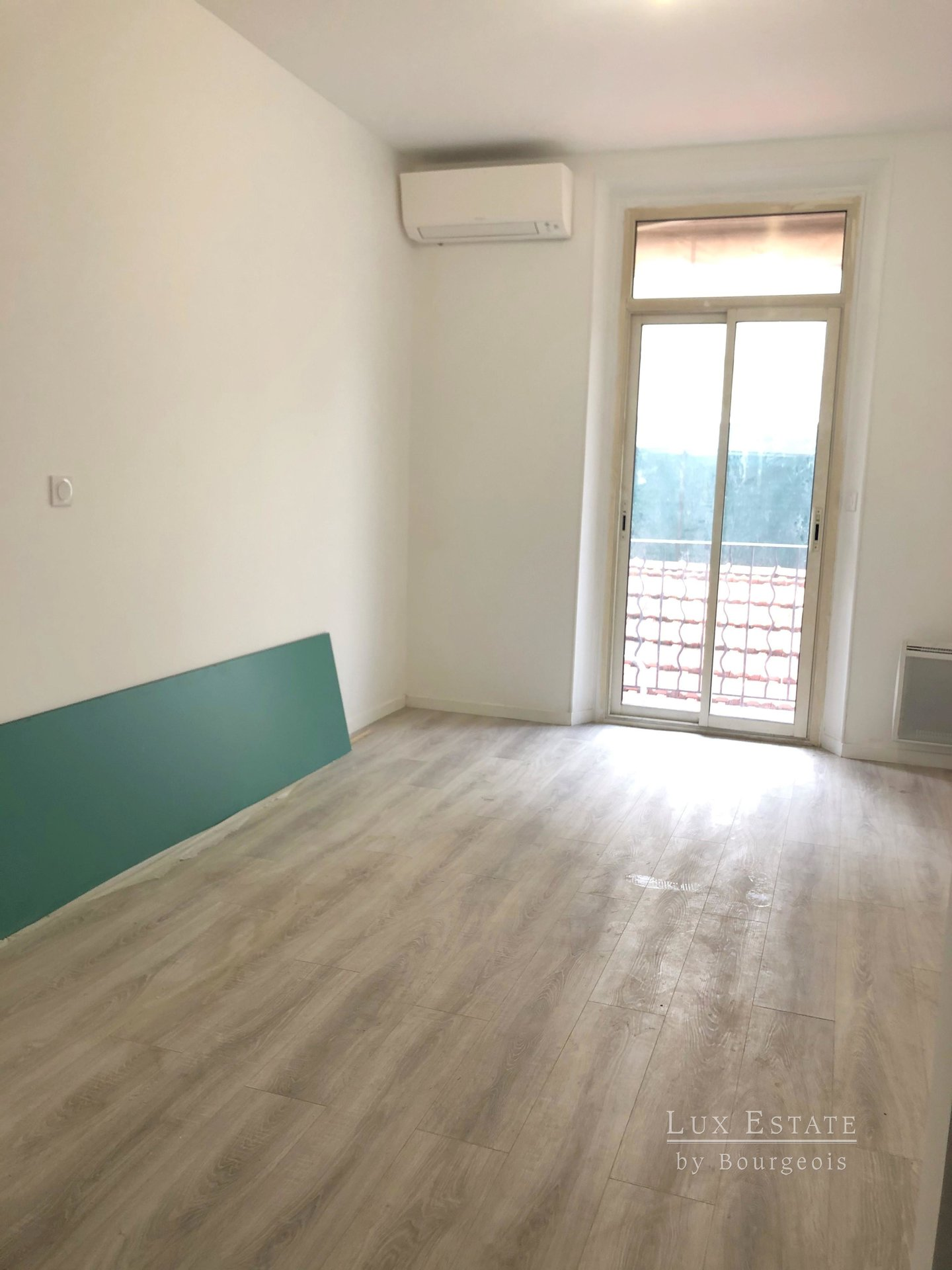 Cannes center 3-rooms flat for rent