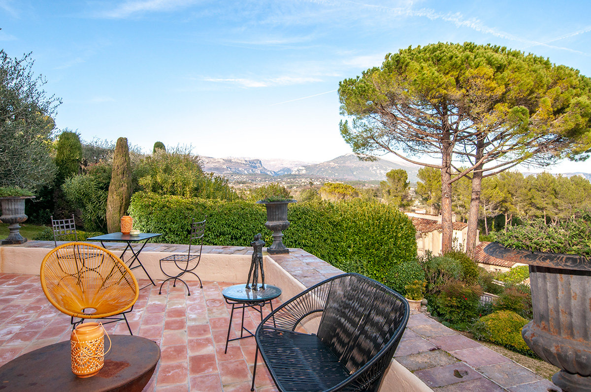 For sale , three bed villa in Castellaras near Mougins