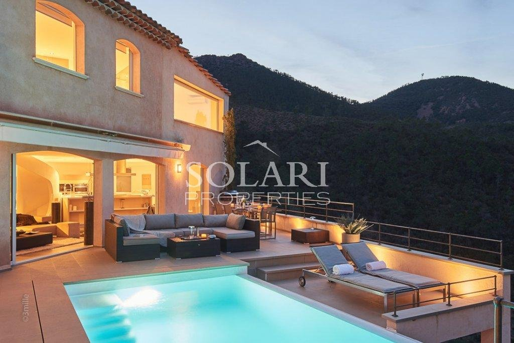 Villa located in Theoule with swimmingpool