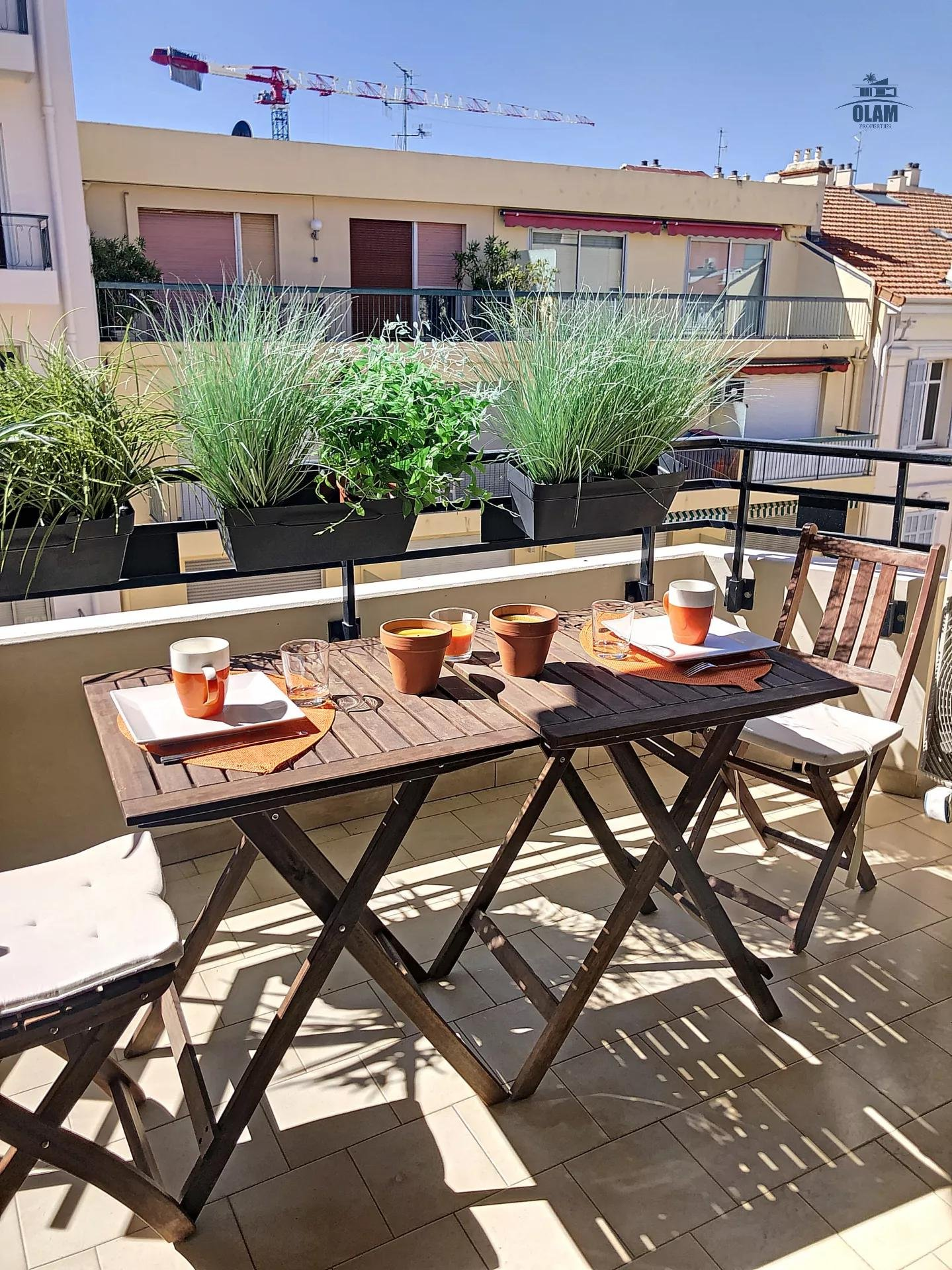 Cannes - Rue d'Antibes - one-bedroom apartment balcony south facing