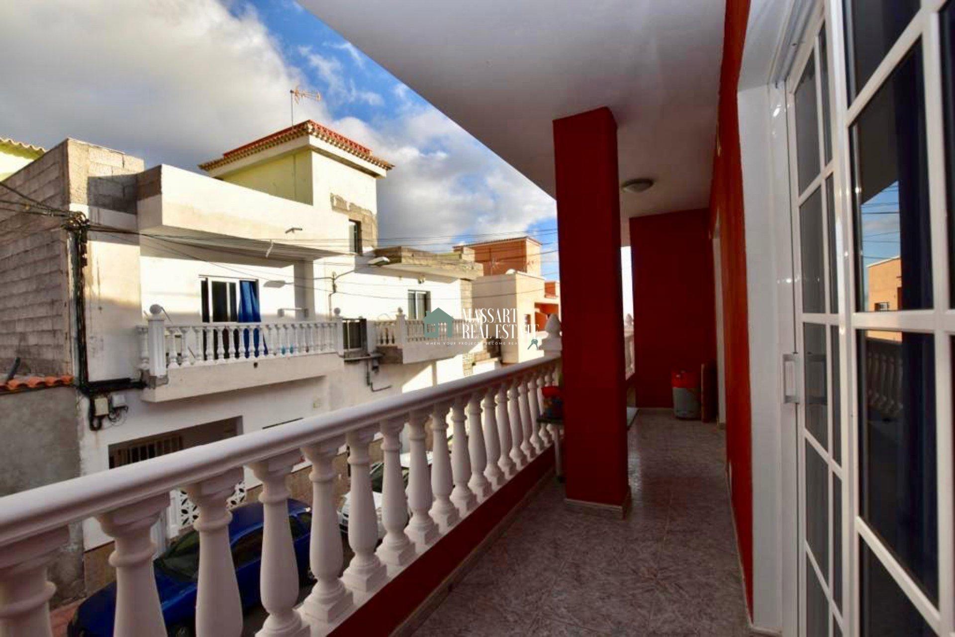 À louer à long terme à Guaza (Arona), appartement entièrement meublé et équipé de tout le confort nécessaire pour vivre confortablement.