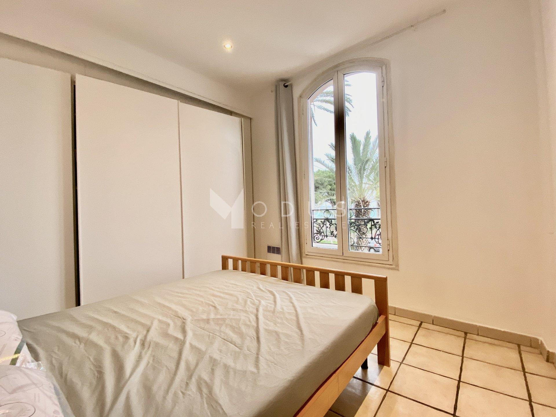 2/3 one bedroom flat with sea view.