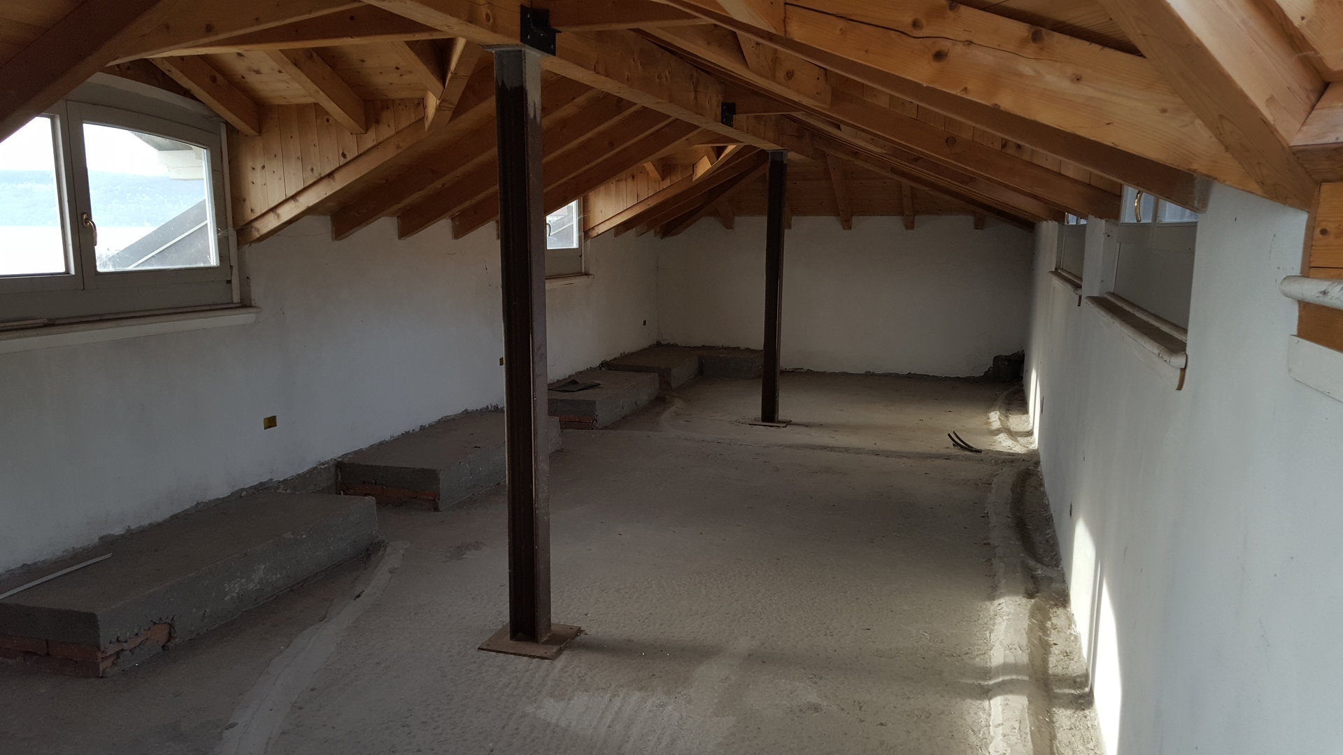 Renovated attic for sale on Verbania lakefront - intern